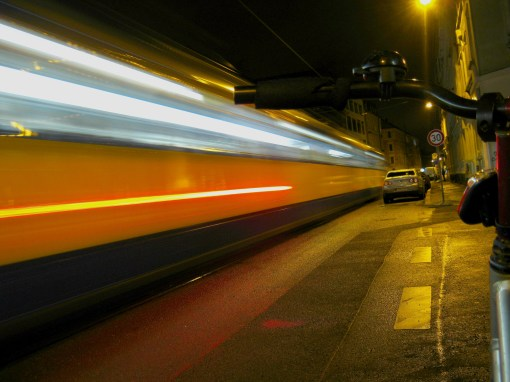 tram_passes_in_night_in_leipzig_cl-ikl959