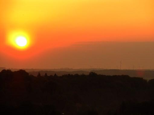 the_sun_rises_